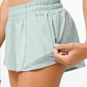 """Lululemon Hotty Hot LR Shorts 2.5"""" Lined"""